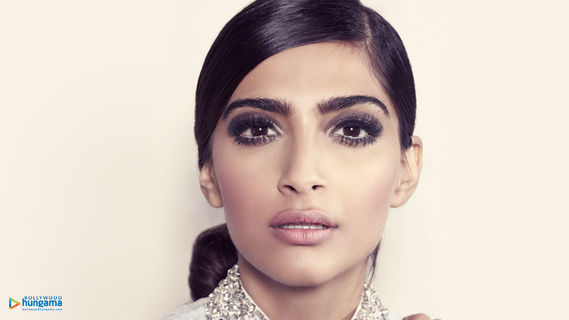 sonam kapoor wallpapers | sonam-kapoor-15 - bollywood hungama