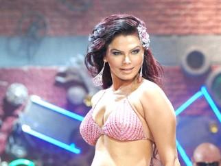Movie Still From The Film Krazzy 4,Rakhi Sawant
