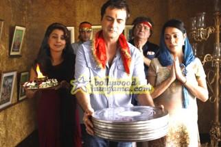 Movie Still From The Film Luck By Chance,Juhi Chawla,Sanjay Kapoor,Rishi Kapoor,Isha Sharwani