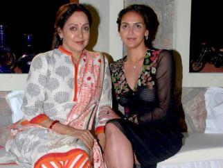 On The Sets Of The Film Tell Me O Kkhuda Featuring Hema Malini,Esha Deol