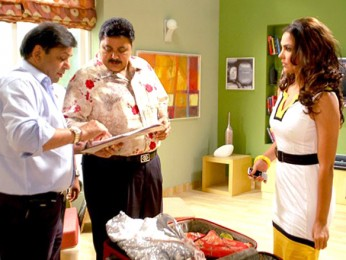 On The Sets Of The Film Banda Yeh Bindaas Hai Featuring Lara Dutta,Satish Shah