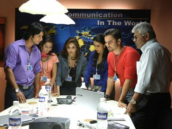 Movie Still From The Film Hello,Sharman Joshi,Amrita Arora,Eesaha Koppikar,Gul Panag,Sohail Khan,Sharat Saxena