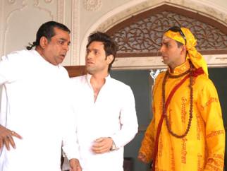 Movie Still From The Film Bhool Bhulaiyaa,Paresh Rawal,Shiney Ahuja,Akshay Kumar
