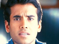 Movie Still From The Film Jeena Sirf Mere Liye Featuring Tusshar Kapoor,Kareena Kapoor