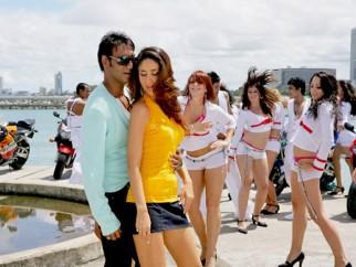 Movie Still From The Film Golmaal Returns,Ajay Devgn,Kareena Kapoor