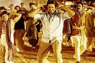 Movie Still From The Film Mumbai Se Aaya Mera Dost Featuring Abhishek Bachchan