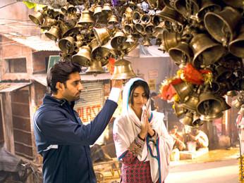 Movie Still From The Film Delhi-6,Abhishek Bachchan,Sonam Kapoor