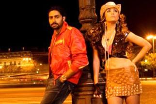 Movie Still From The Film Jhoom Barabar Jhoom,Abhishek Bachchan,Lara Dutta