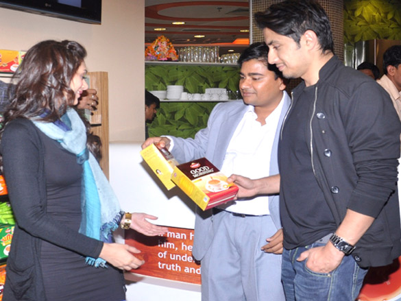 Ali Zafar & Aditi Rao Hydari visit 'Wagh Bakri Tea Lounge'