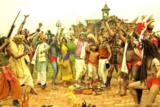 Movie Still From The Film Joker,Asrani,Sonakshi Sinha,Akshay Kumar,Shreyas Talpade