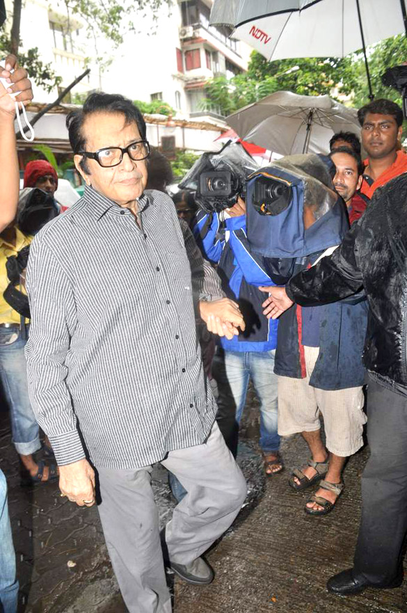 Abhishek, Tabu and others visit Dara Singh's home