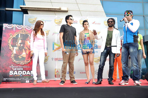 Starcast of 'Le Gaya Saddam' at Godrej Eon Tour De India race