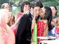 Movie Still From The Film My Name is Khan,Kajol,Shahrukh Khan,Soniya Jehan,Navneet Nishan