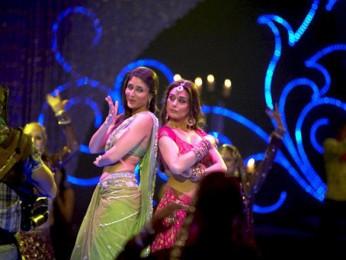 Movie Still From The Film Main Aur Mrs Khanna Featuring Kareena Kapoor,Preity Zinta