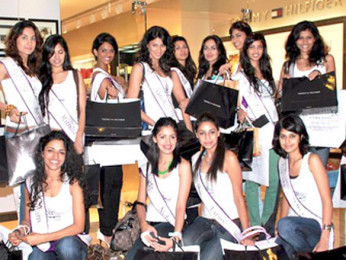 Photo Of Arwa,Ritisha,Neha,Aarohi From The I AM She Miss Universe 2010 Pageant contestants go shopping