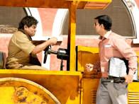 Movie Still From The Film Khatta Meetha,Johny Lever,Akshay Kumar