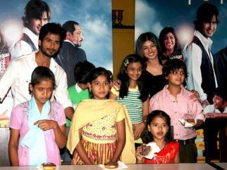 Photo Of Shahid Kapoor,Dwij Yadav,Swini Khara,Ayesha Takia Azmi,Master Ali Haji From The Shahid and Ayesha promote Paathshaala