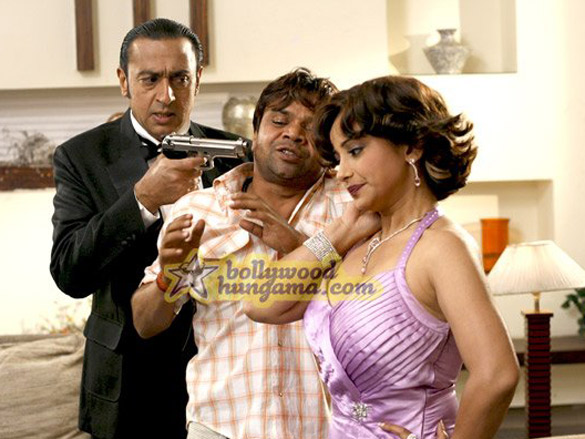 Movie Still From The Film Chaloo Movie Featuring Gulshan Grover,Rajpal Yadav,Divya
