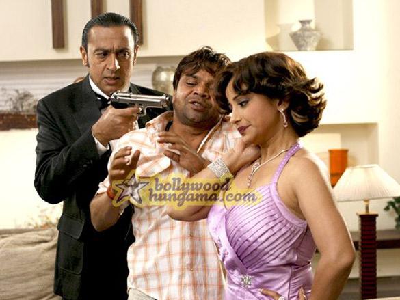 Movie Still From The Film Chaloo Movie Featuring Gulshan Grover,Rajpal Yadav,Divya