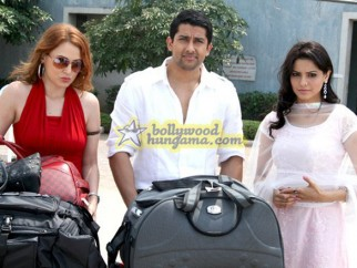 Movie Still From The Film Aloo Chaat Featuring Aftab Shivdasani,Linda Arsenio,Aamna Shariff