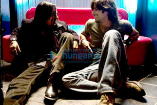 Movie Still From The Film Kaminey Featuring Chan Roy Sanyal,Shahid Kapoor