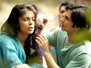 Movie Still From The Film Kaminey Featuring Priyanka Chopra,Shahid Kapoor