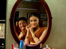Movie Still From The Film Dus Tola,Aarti Chhabria,Bharti Achrekar