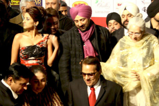 Photo Of Kulraj Randhawa,Sunny Deol,Dharmendra,Nafisa Ali From The Dharmendra, Sunny and Bobby celebrate lohri