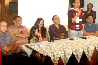 Photo Of Satish Kaushik,Jannat Zubair Rahmani,Rituparna Sengupta,Karan Razdan,Atul Kulkarni From The Rituparna at 'Warning' film press meet