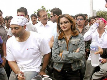 Photo Of Uday Chopra,Rimi Sen From The Dhoom Ride On The Streets Of Mumbai