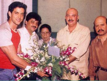 Photo Of Hrithik Roshan,Udit Narayan,Ira Roshan,Rakesh Roshan From The Mahurat Of Koi Mil Gaya