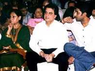 Photo Of Jaya Bachchan,Romesh Sharma,Abhishek Bachchan From The Mahurat Of 'Waqt'