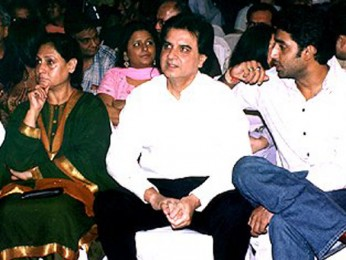 Photo Of Jaya Bachchan,Romesh Sharma,Abhishek Bachchan From The Mahurat Of 'Waqt'