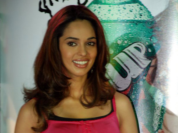 Mallika Sherawat Felicitates The Winners Of 7UP Contest