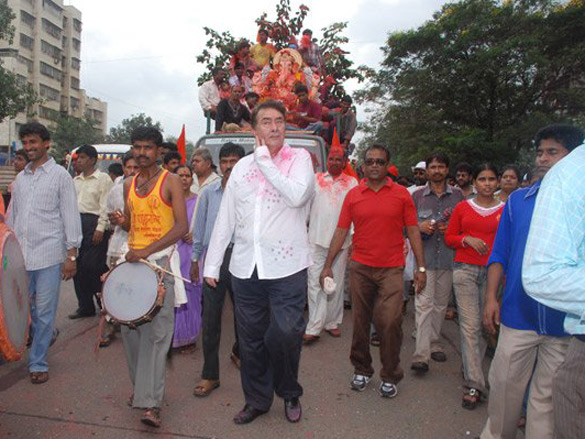 Kapoors Celebrating The Age Old Tradition Of 'Ganesh Visarjan' With Pomp This Year Too