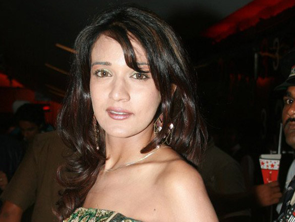 Photo Of Neha Julka From The Premiere Of Kaisay Kahein