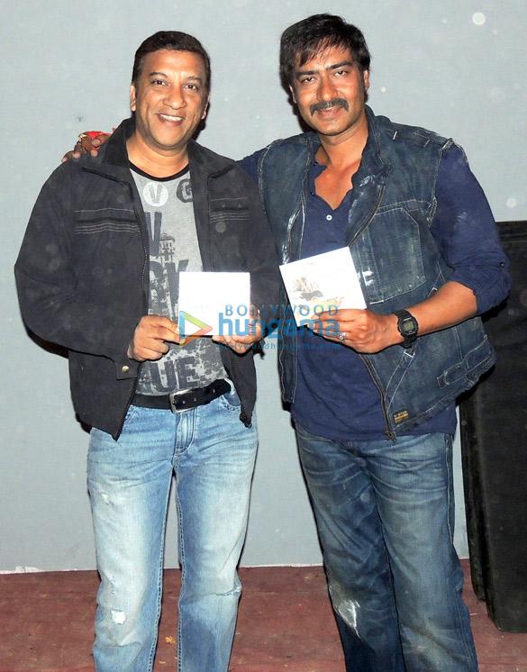Ajay Devgn wishing Allan Vaz for his album 'Goenchim Festum'