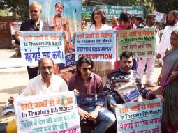 Sanjay Mishra, Ashok Pandey, Ranjan Chabbra, Pragati Pandey, Disha Pandey, Anshul Sharma