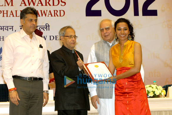 The team of 'Dekh Indian Circus' at the National Awards