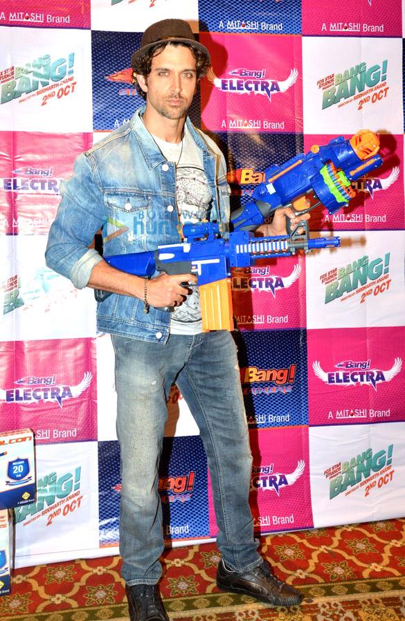 Hrithik Roshan unveils Mitashi 'Bang Bang!' merchandise