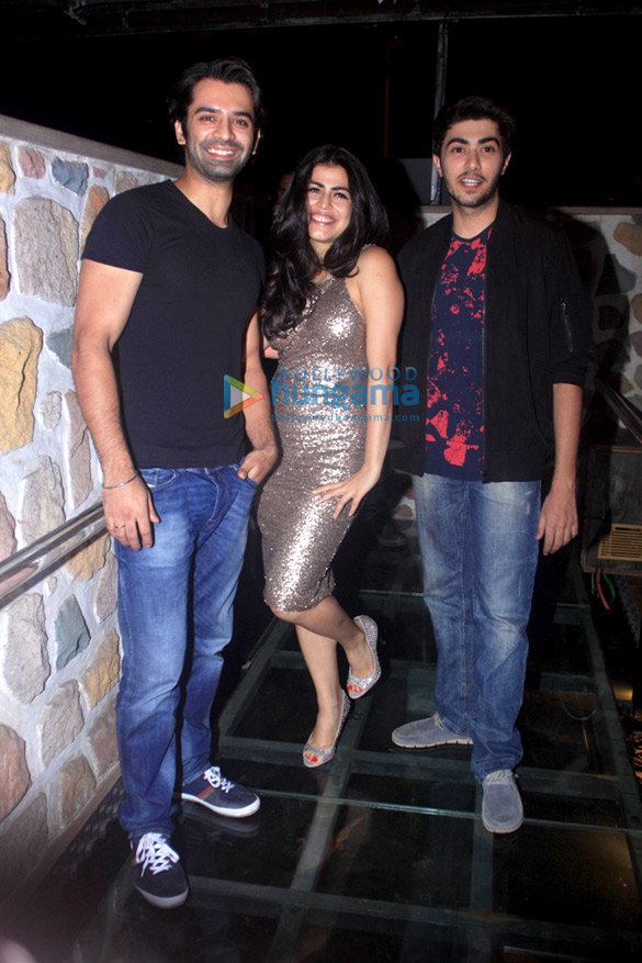 Lead pair of 'Main Aur Mr. Riight' launch the Punjabi Pop chartbuster 'Desi Daru'