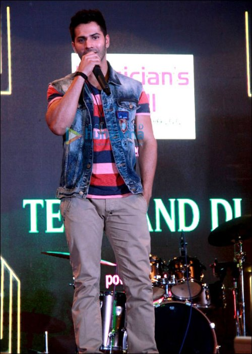 Check Out: Varun Dhawan's top 5 looks during Badlapur Promotions