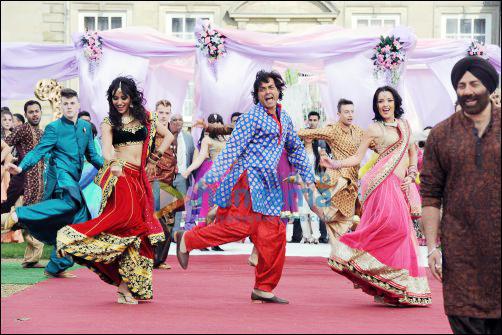 UK fans dance in Yamla Pagla Deewana 2 song