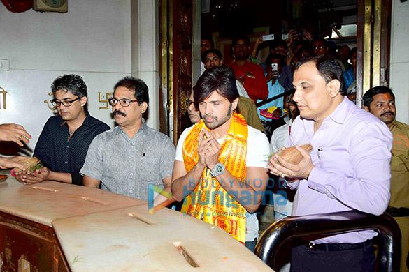 Himesh Reshammiya visits Siddhivinayak Mandir to offer prayers as gratitude for the success of 'Teraa Surroor'