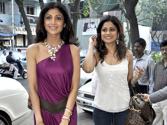 Shilpa and Shamita Shetty at Anmol Jewellers preview