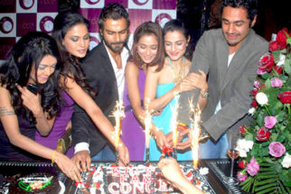 Photo Of Sakshi Pradhan,Veena Malik,Ashmit Patel,Sara Khan,Ameesha Patel,Hrishant Goswami From The Ashmit Patel's birthday bash
