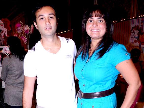 Sarah, Sonal and Kunal Kapoor at Elle breast cancer carnival