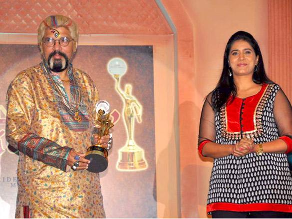 Sonali Kulkarni and Seema Biswas at Achiever's Award 2011