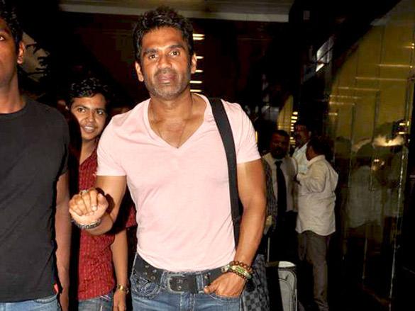 Mugdha, Govinda, Suniel and Gulshan snapped at the airport