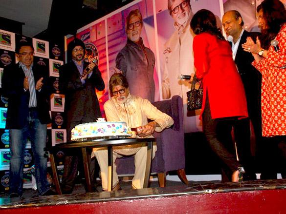 Amitabh Bachchan cuts his birthday cake at the KBC's bash